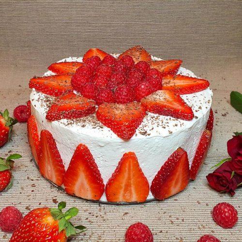 Veganska kremna torta z jagodami
