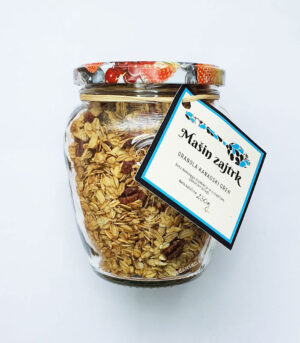 Mašin zajtrk granola kanadski oreh
