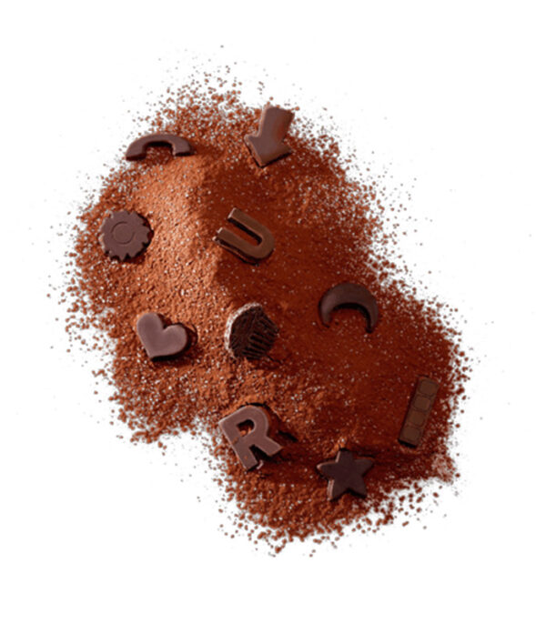 Vroča čokolada s čokoladnimi figuricami