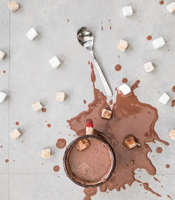 Veganska vroča čokolada s penicami