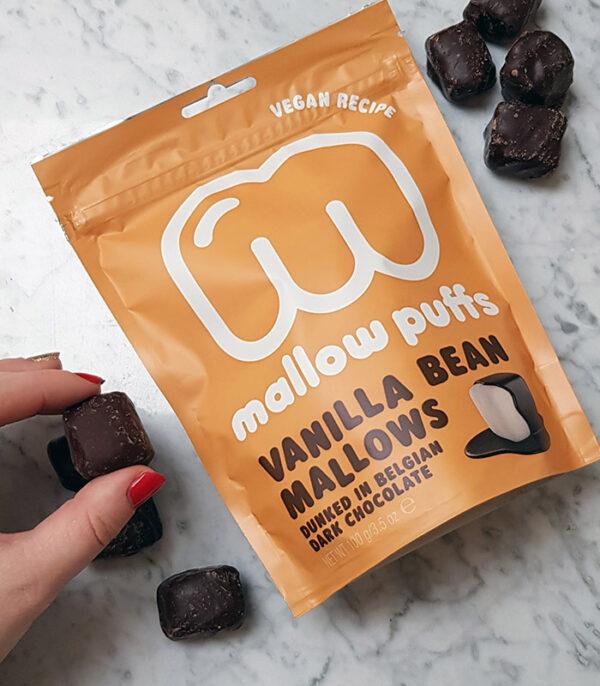 Mallow Puffs Vanilijeve veganske penice v čokoladi