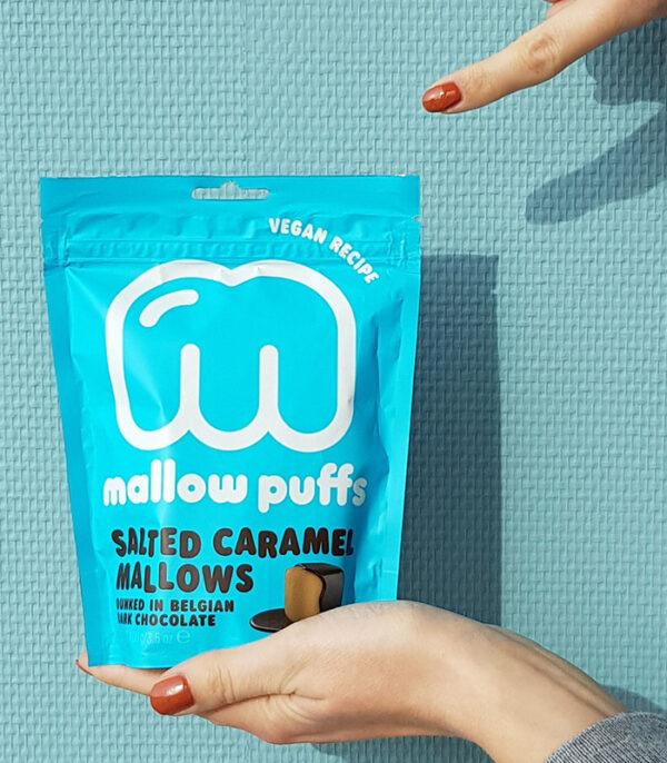 Mallow Puffs slana karamela veganske penice v čokoladi