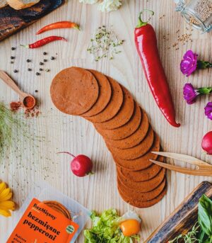 Plenty Reasons brezmesna pikantna salama - veganska pikantna salama