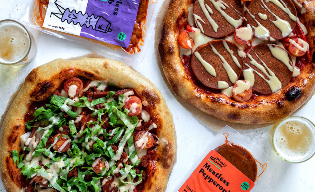Veganska pica s pikantno salamo in kebabom